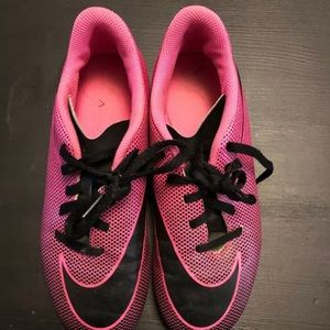 Hot Pink Girls Nike Soccer Cleats Yourh size 4.5